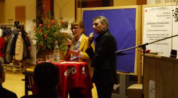 Christiane Ernst-Zettl und Norbert Seidl erwarten die Fragen der Besucherinnen und Besucher