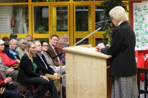 Marga Wiesner bei der Begrüßung der zahlreichen Gäste