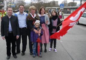 Ein Teil der Delegation der Puchheimer SPD beim Volksfesteinzug 2013